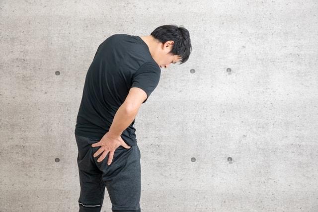 坐骨神経痛に悩む男性